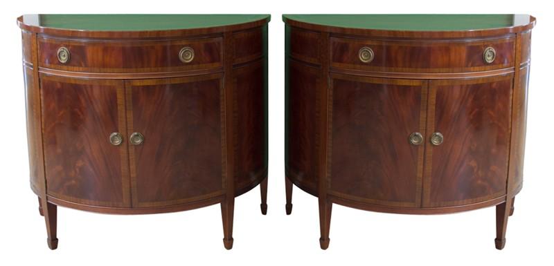 Superbe Pair Mahagony Hepplewhite Style Demilune Cabinets
